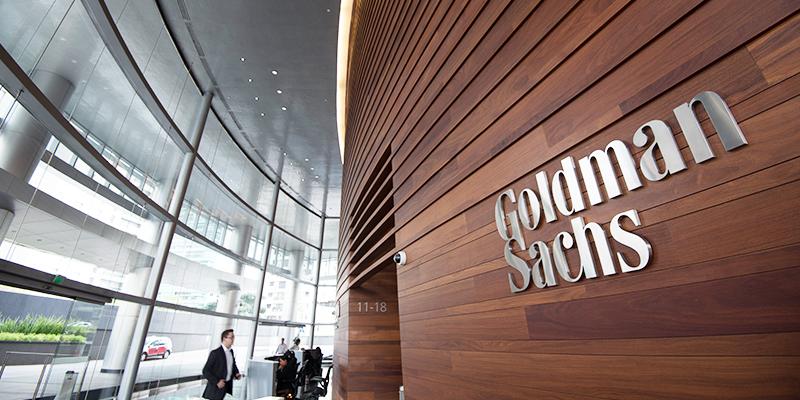 Goldman Sachs chiude trimestre con utili in crescita