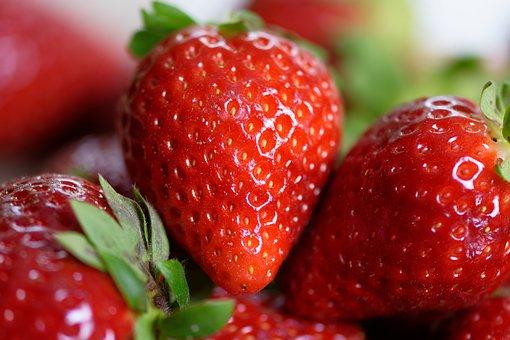 strawberries-4330211__340